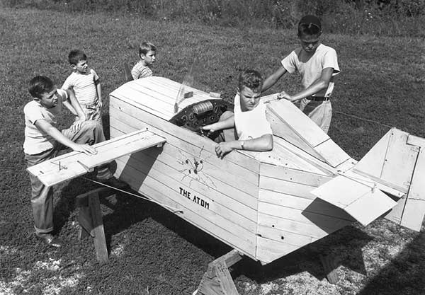 A Link Trainer, a type of flight simulator produced between the early 1930s and early 1950s, in Oak Ridge, in September of 1945. (Ed Westcott/DOE)